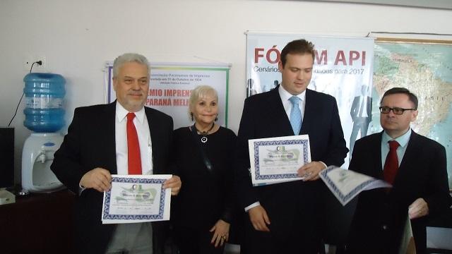 Da esquerda para a direita, Dr. Antônio Athayde, Gladys França (Vice-Presidente da CCBP-PR), Dr. Gustavo de Pauli Athayde e Prof. J. M. de Barros Dias